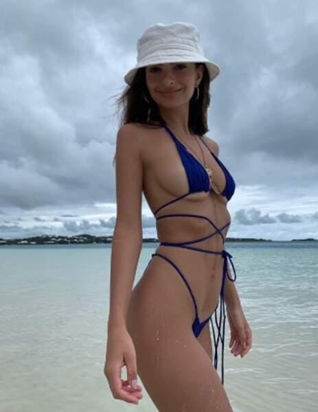 Autre destination maritime : les Bermudes pour Emily Ratajkowski.
