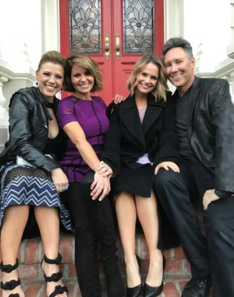 Jeff Franklin, le créateur de la série, entouré des trois stars de Fuller House
