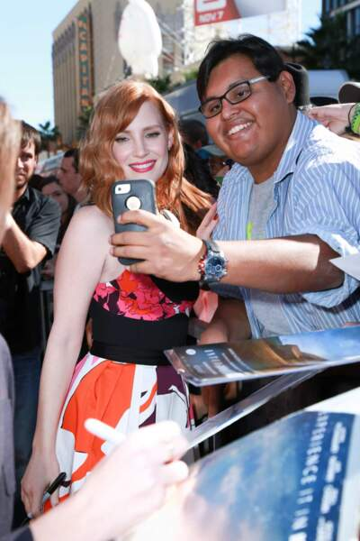 Jessica Chastain et un fan ravi.