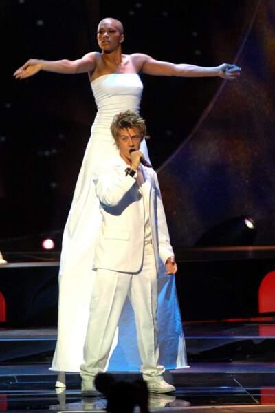 """En 2004, la France est représentée par Jonathan Cerrada avec le titre """"À chaque pas"""""""
