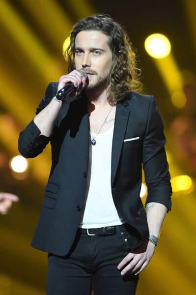 Julien Doré sur scène durant les Victoires de la musique