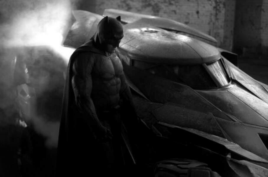 Zack Snyder continue de creuser la face sombre du super-héros. Patience, il faudra attendre encore deux ans !