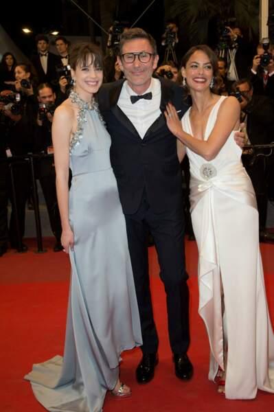 Le réalisateur Michel Hazanavicius entouré de ses deux actrices, Stacy Martin et Bérénice Bejo