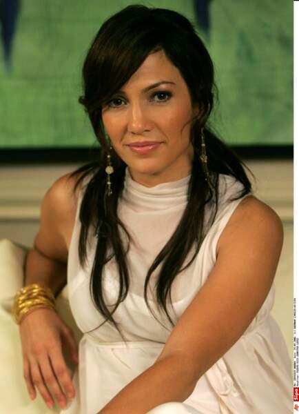 Difficile de reconnaitre Jennifer Lopez en cheveux noir.