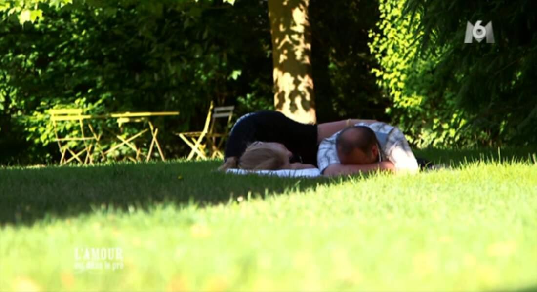 Pour fêter ça, Véronique et Thierry font une petite sieste dans l'herbe