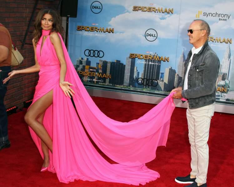 Le grand Michael Keaton a été très galant avec la demoiselle