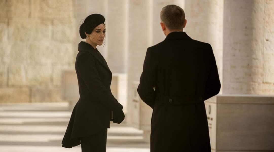 Veuve dans le film, le charme italien de Monica Bellucci opère à 100%
