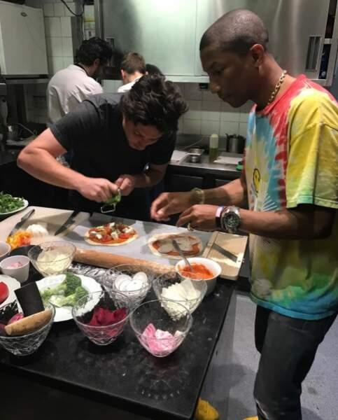 En parlant de bouffe, Pharrell et Jean Imbert ont fait des pizzas, en toute simplicité.