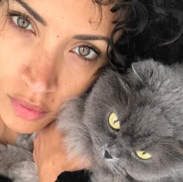 Du coup, on a envie de lui envoyer plein de douceur. Par exemple : le chat de Noémie Lenoir.