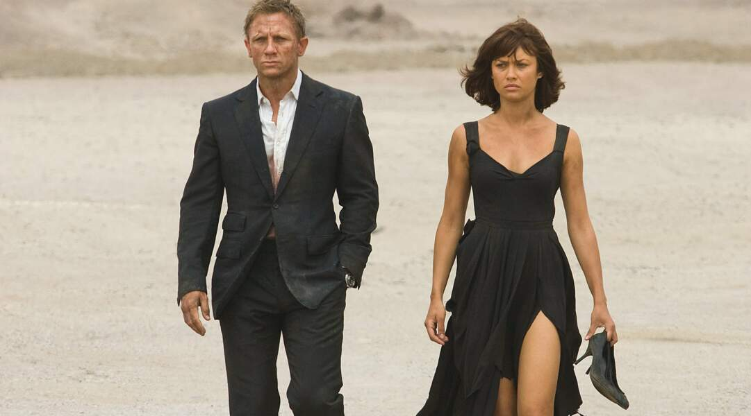 Daniel Craig et Olga Kurylenko traversent, hirsutes, le désert bolivien dans Quantum of Solace (2008).