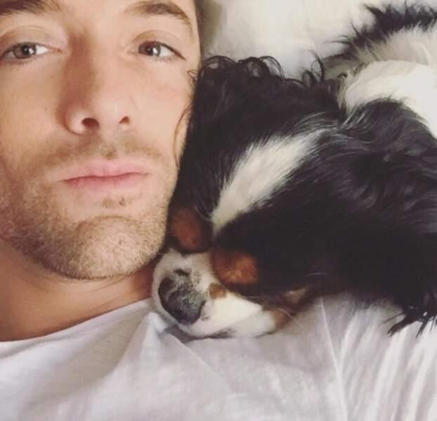 Sans transition : Maxime Dereymez a un super compagnon de sieste.