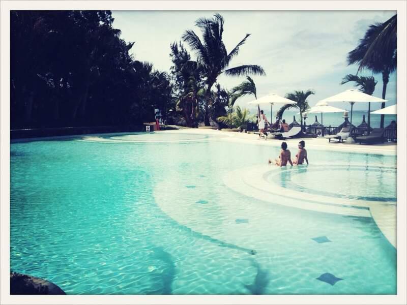 Après les exams, détente au bord de la piscine...