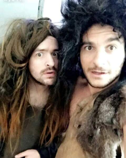 Grégoire et Amir en hommes de Cro-Magnon