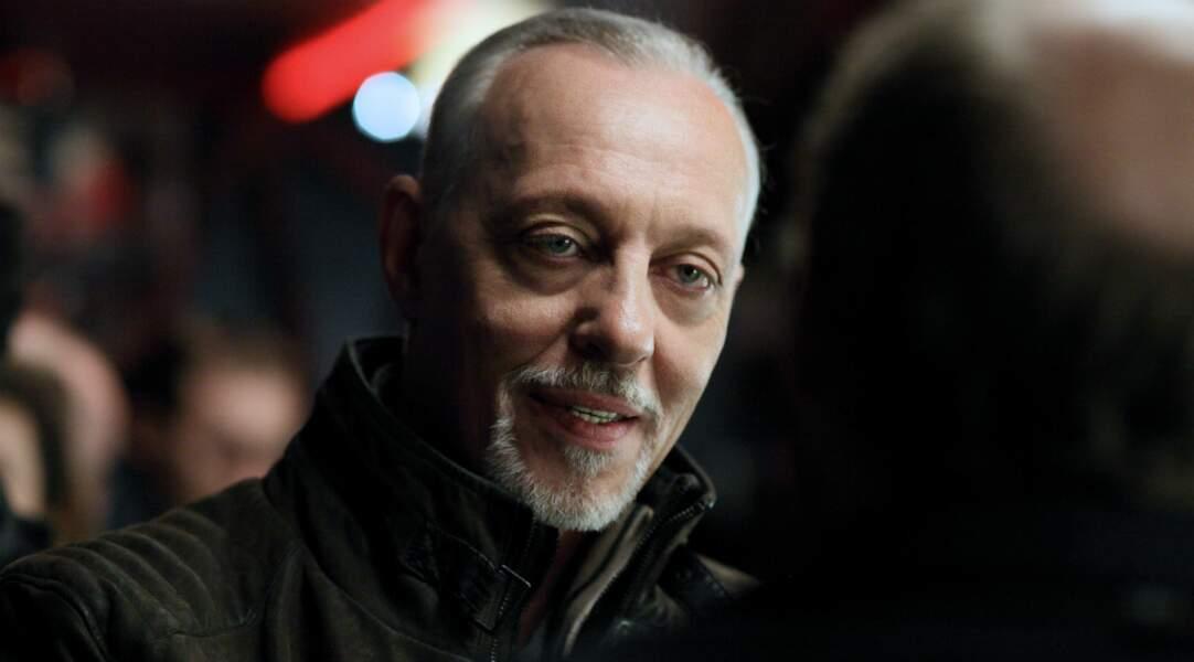 Tom Novembre (Vladimir) est le frère de Charlélie Couture. Il a joué dans Caméra café, Le Procès de Bobigny…