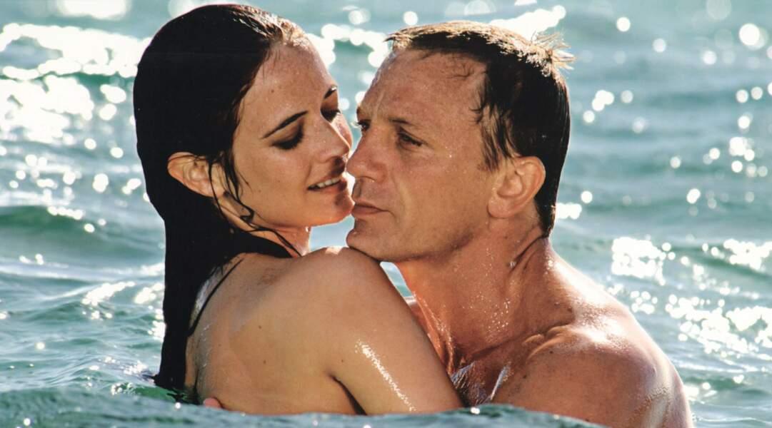 Eva Green fait trempette avec le chanceux Daniel Craig dans Casino Royale (2006).