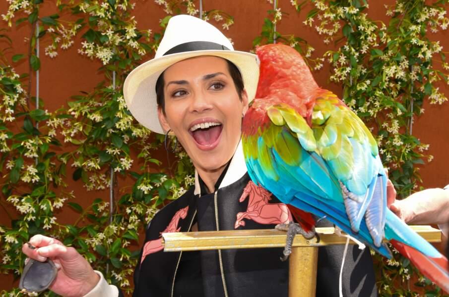Cristina Cordula trouve le perroquet du village VIP manifaïk !