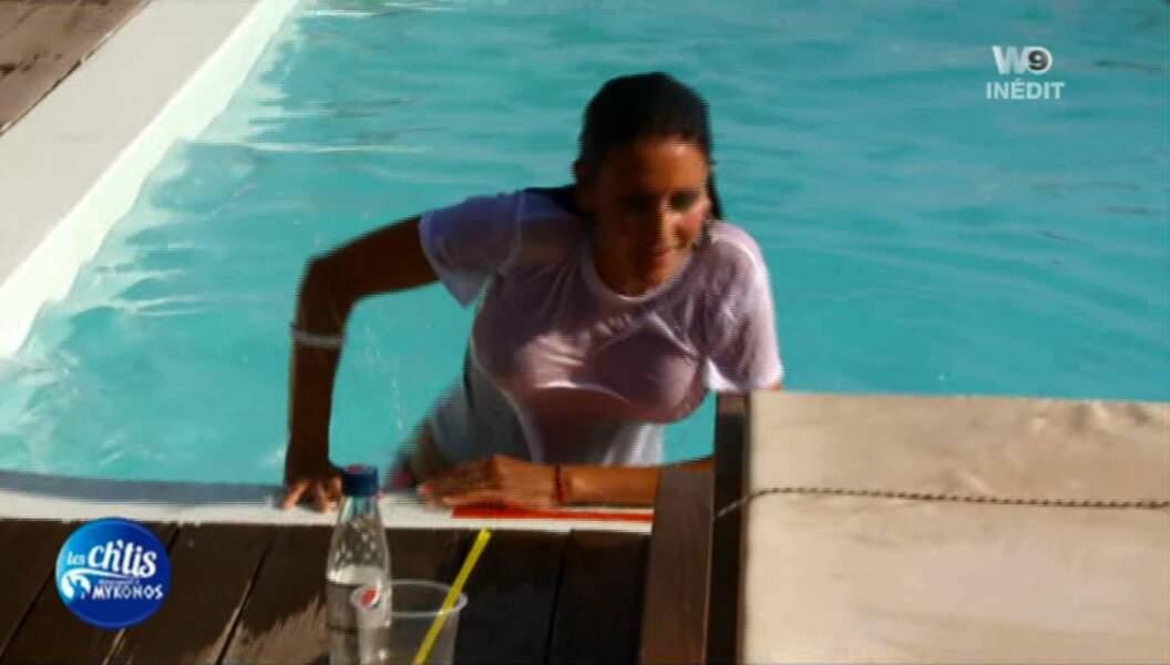 Christina se jette à l'eau