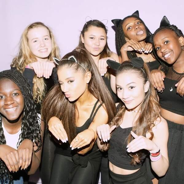 Et puis Ariana Grande, pas du tout prévisible, a imité un chat, pour changer !