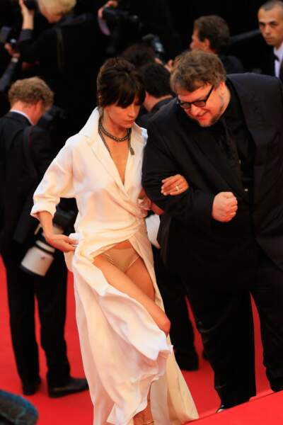 Sophie Marceau a eu un petit accident de robe à Cannes