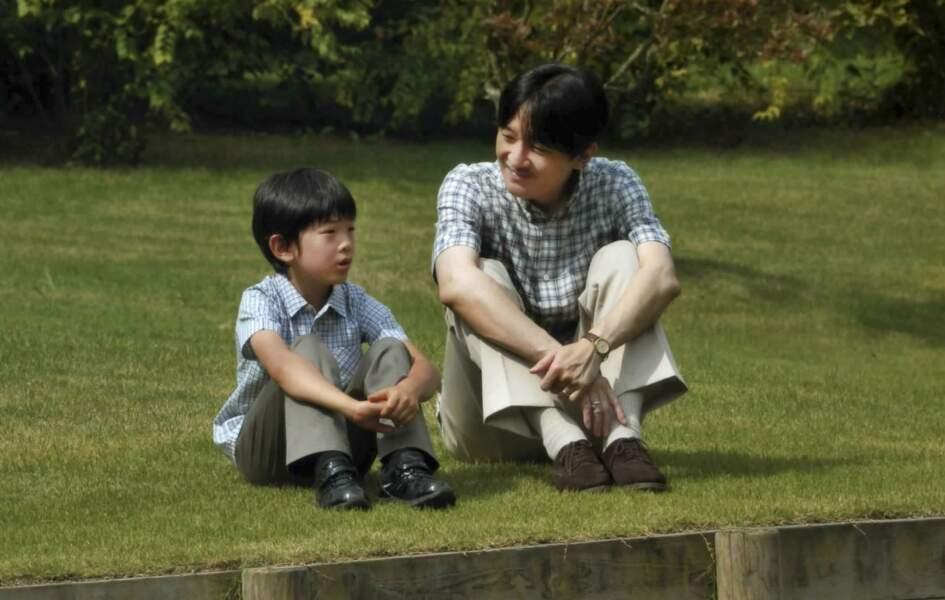 Japon : Hisahito prend conseils auprès de son père le prince Akishino