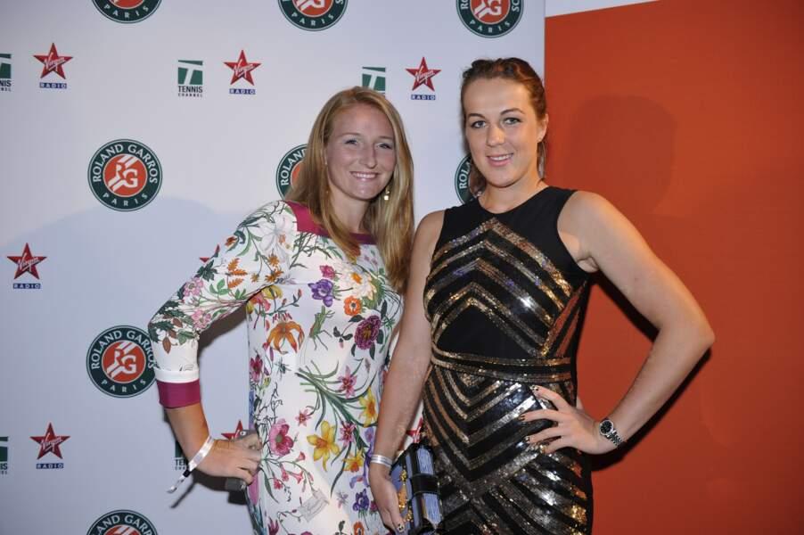 Alla Kudryavtseva aime les fleurs, tandis qu'Anastasia Sergeyevna Pavlyuchenkova préfère les rayures