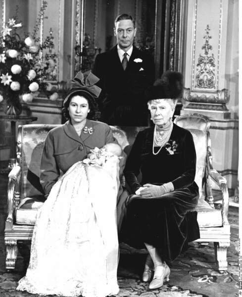 Charles est l'héritier de la reine mère Mary, du roi George VI et de la princesse héritière Elisabeth, sa mère