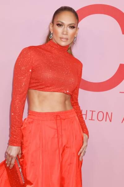 C'est dans un ensemble corail Ralph Lauren qu'elle s'est présentée à la soirée des CFDA Fashion Awards.