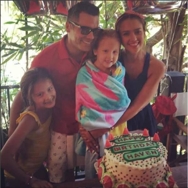 Toute la famille réunie pour un anniversaire