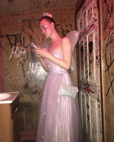 Kirsten Dunst a immortalisé Elle Fanning en fée. Dans les toilettes.