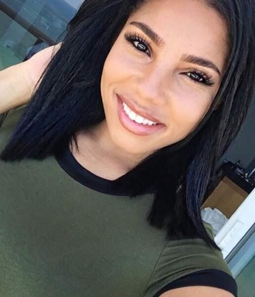 Cette jeune femme s'appelle Kasi Bennett, elle n'est autre que la compagne d'Usain Bolt