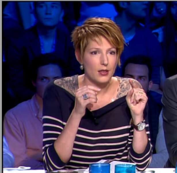 Flop : Natacha Polony, un faux tatouage pour jouer de l'épaule !
