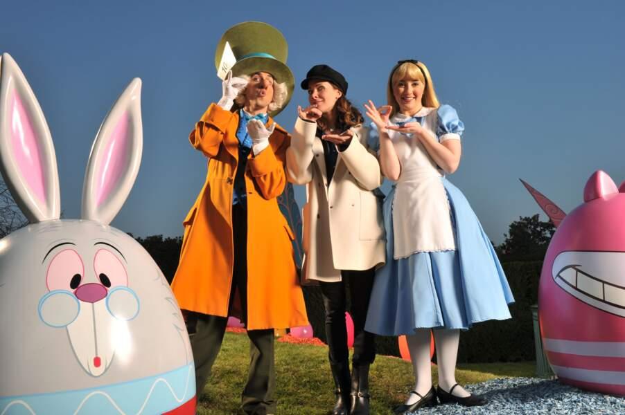 Mélissa Theuriau rend visite à Alice au Pays des Merveilles à Disneyland Paris