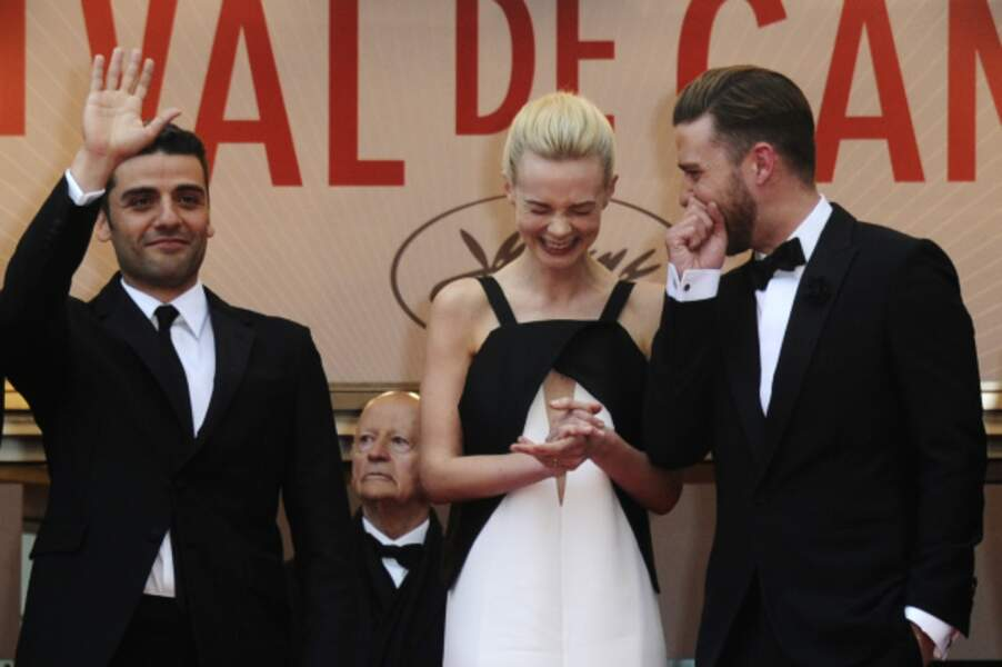 Pendant qu'Oscar Isaac salue la foule, Justin Timberlake en raconte une bonne à Carey Mulligan