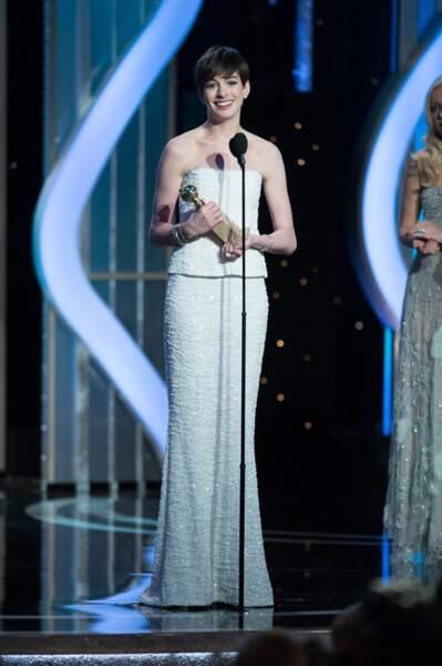 Anne Hathaway remporte le prix de la meilleure actrice dans un second rôle pour Les Misérables.