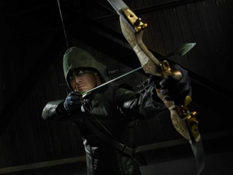 Retour aux sources dans la série Arrow pour le bel archer ténébreux