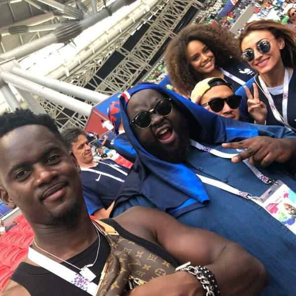 Black M, Issa Doumbia, Alicia Aylies et Rachel Legrain-Trapani se préparent à encourager les Bleus.