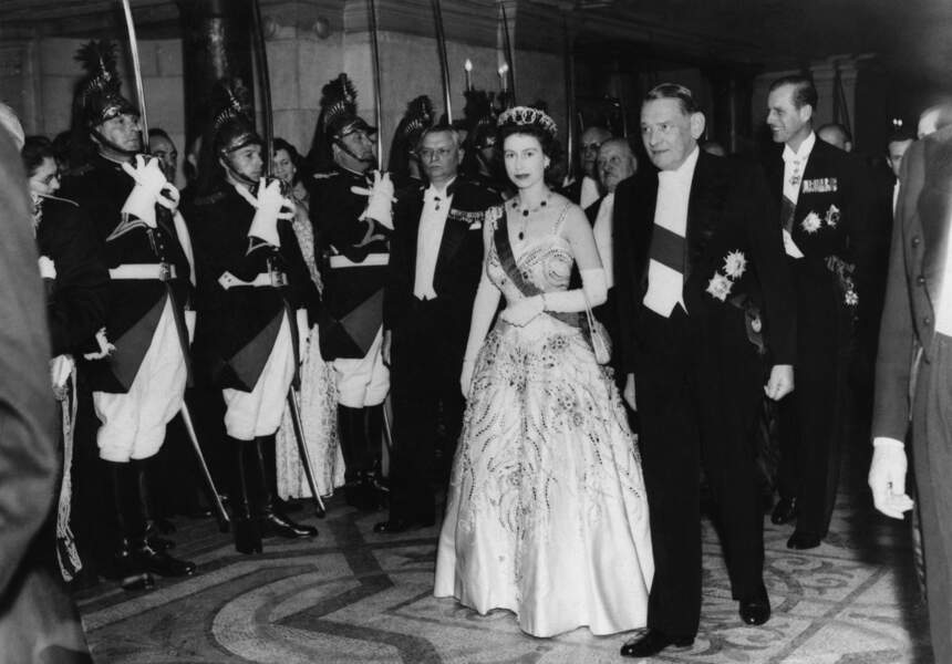 En avril 1957, René Coty convie la jeune Elisabeth II à l'Opéra Garnier