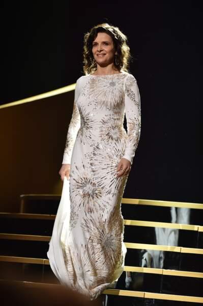 Juliette Binoche, sublime en robe Roberto Cavalli