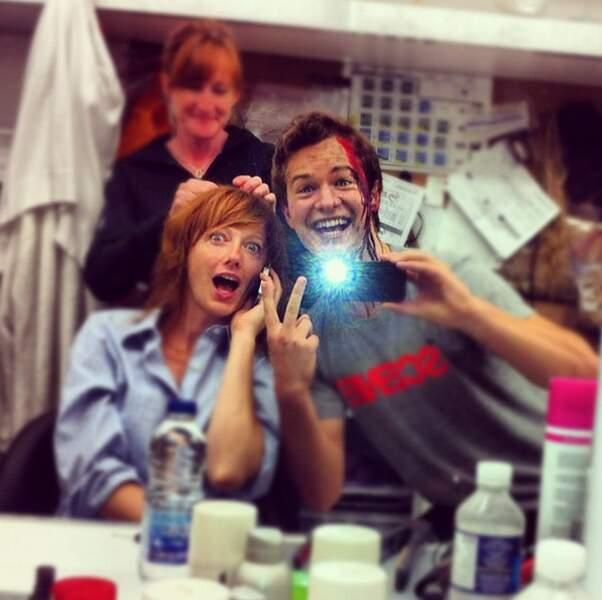 La photo dans le miroir (avec du faux sang plein la tête), il maîtrise !