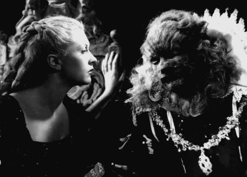 Avec une bête : Josette Day et Jean Marais dans La Belle et la Bête de Jean Cocteau (1946)