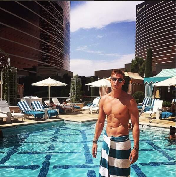 Comment ça, vous trouvez qu'il est un peu trop souvent à la piscine ?