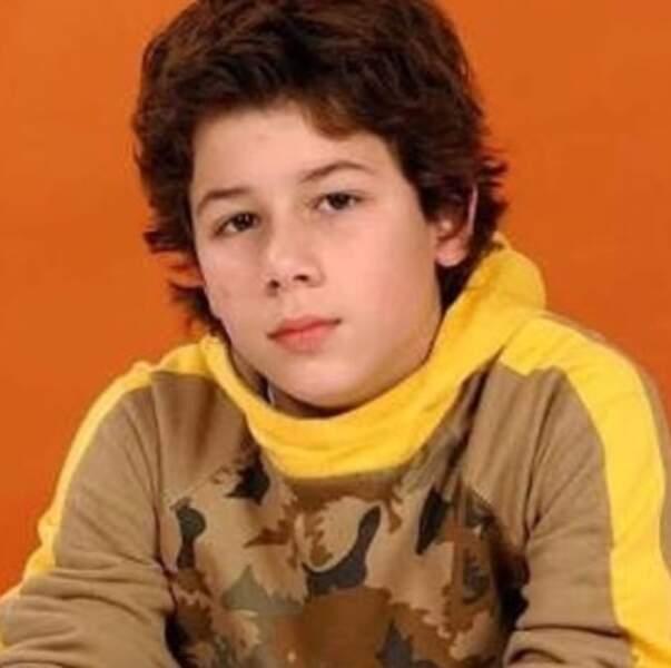 Nick Jonas, très heureux d'être pris en photo.