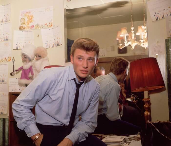 1962 : 19 ans, le regard bleu perçant et un look sage