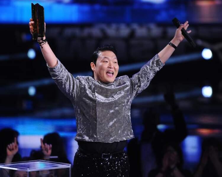 C'est son heure de gloire ! Le Coréen Psy a remporté deux prix : clip de l'année et chanson internationale.