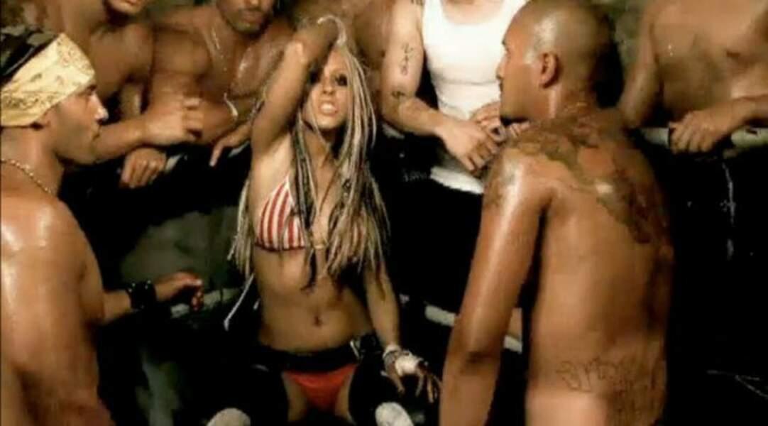 Christina se dévergonde dans le clip Dirrty (2002). Au programme : tenue provocante et parfum de gang-bang.