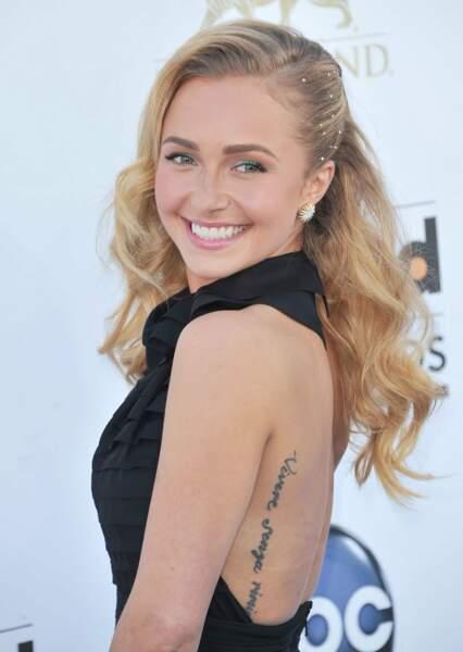 """La manequin Hayden Pannetiere s'est fait tatouer """"Vivere senza rimipianti""""..."""