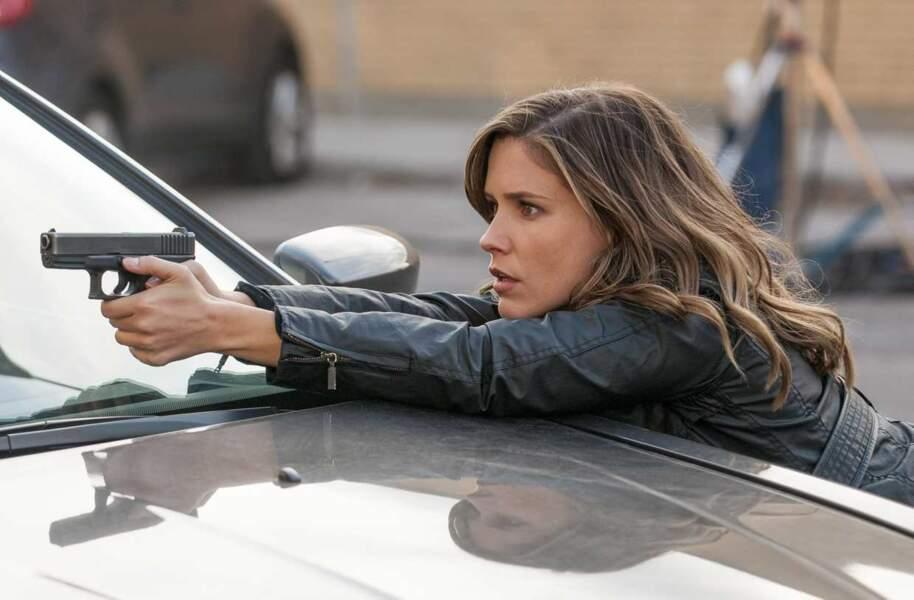 Elle incarne dans la série la détective Erin Lindsay