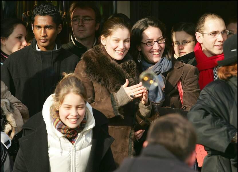 Toute fraîche en 2005 (au premier plan), lorsqu'elle accompagne sa sœur au carnaval des enfants de Disney.