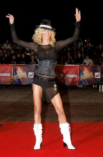 En 2004, Ophélie Winter se rendait aux NRJ Music Awards vêtue comme dans un de ses clips