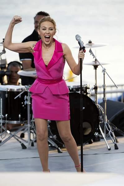 Kylie Minogue visiblement fière de son live au Grand Journal à Cannes